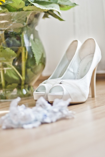 Love these fashion-person-woman-feet-largeshoes-white-wedding-garter-large